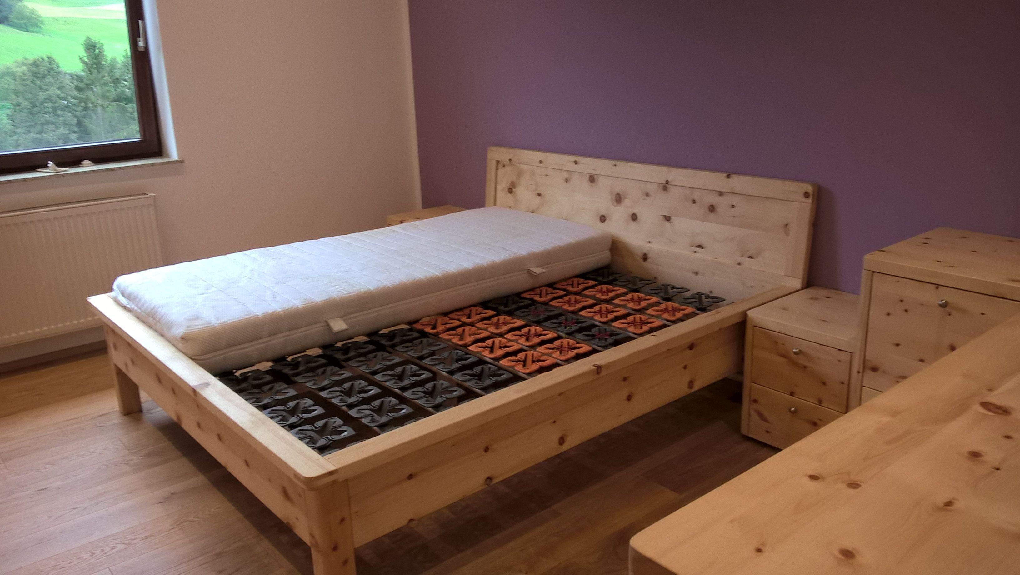 Schlafzimmer zirbenholz ~ Zimmer schlafen umgeben von zirbenholz zirbenholz