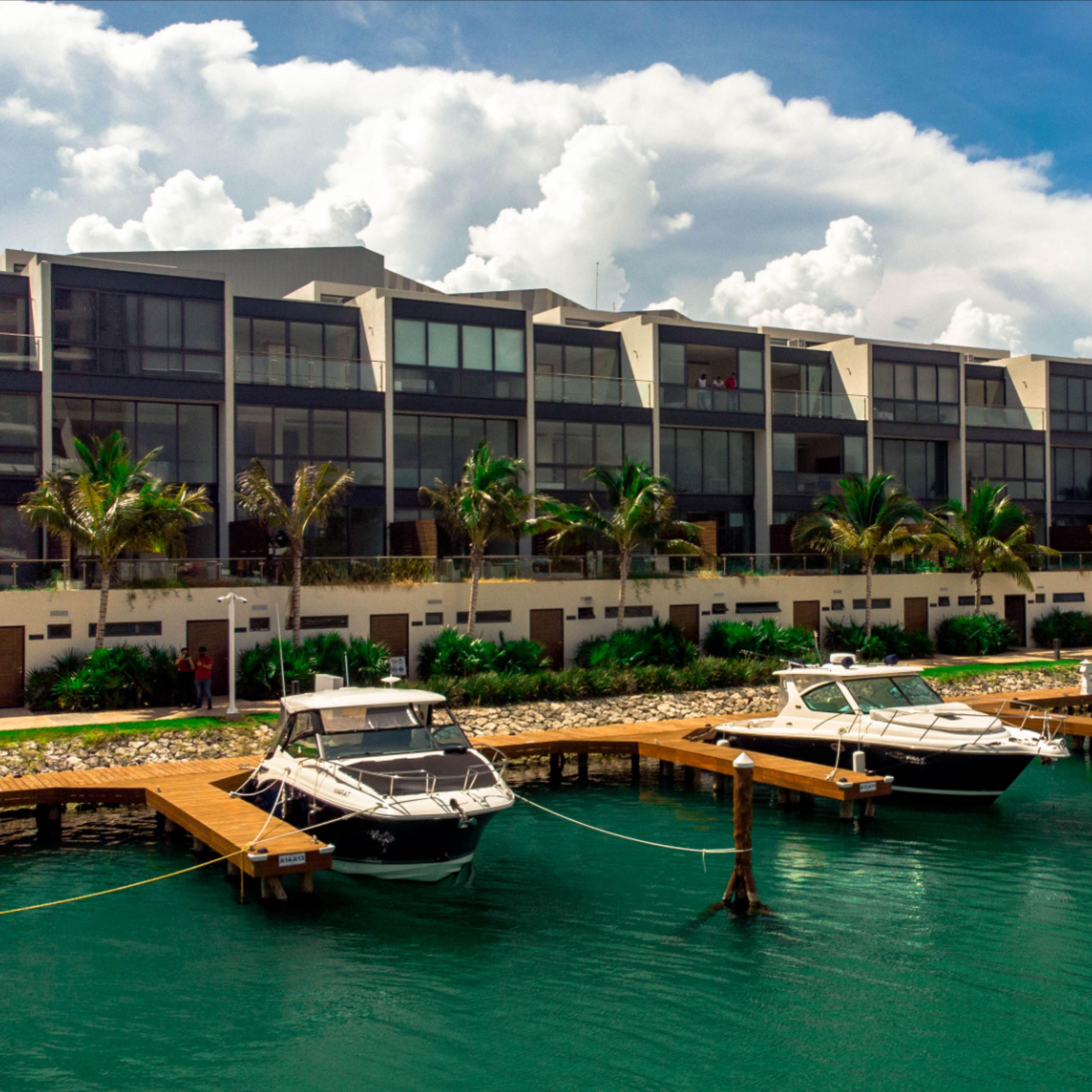 Muelles de clase mundial en la Marina Muelle 7 Cancún.