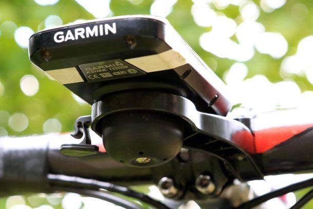 Hidemybell. Integrated bell and Garmin mount. Help to support this on Kickstarter      Racefietsblog.nl