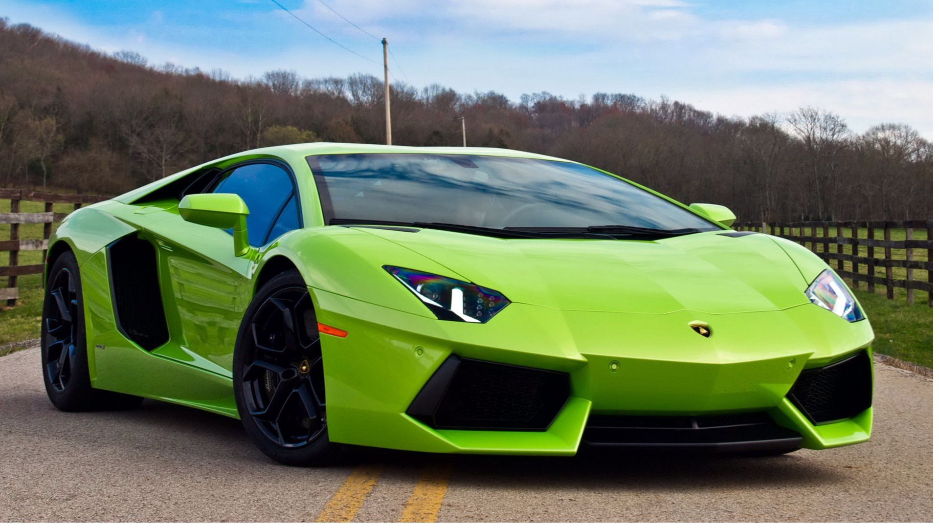 Pin By Brenda Cooper On Beautiful Exotics Lamborghini Aventador Green Lamborghini Lamborghini Aventador Lp700 4