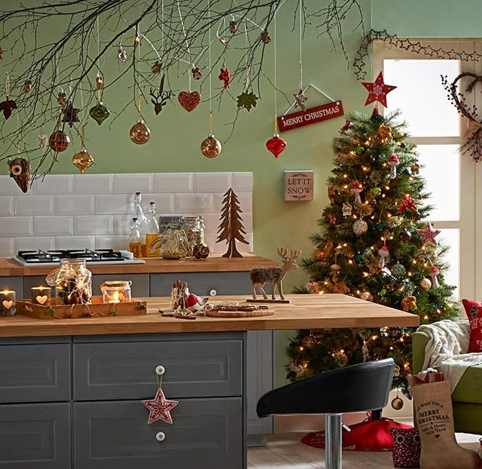 - Christmas Decorating Theme: Rustic/Country