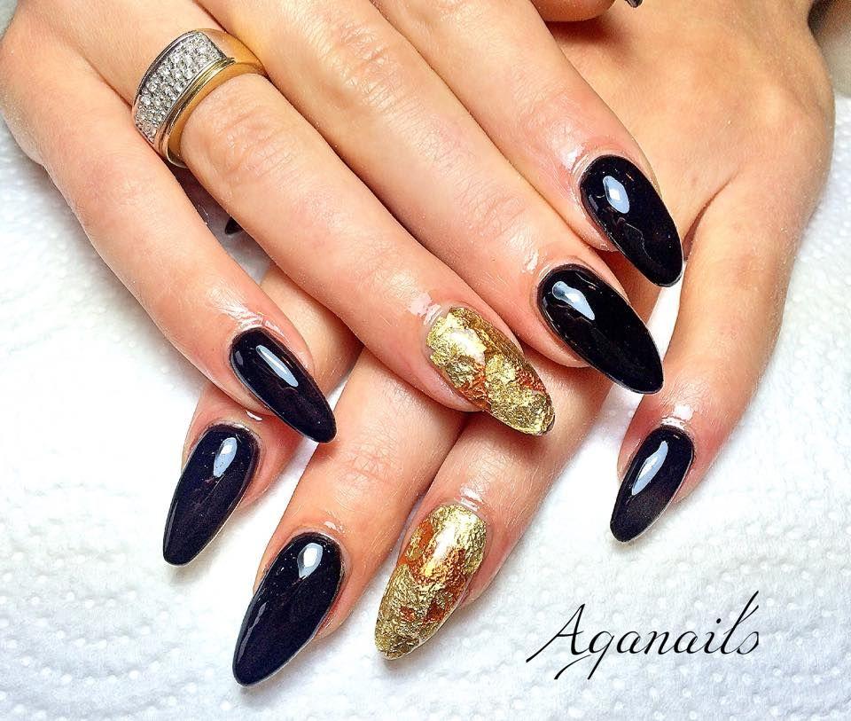 Ricostruzione unghie in acrilico. Base nero e Nail Art Foil color oro!
