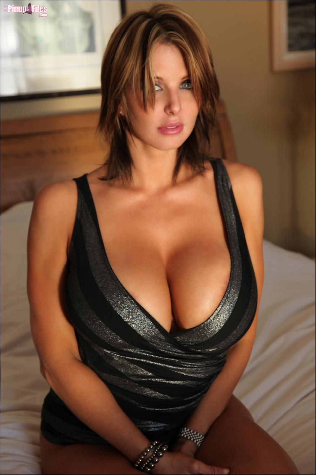 image Claire and alura enjoy in hot office threesome
