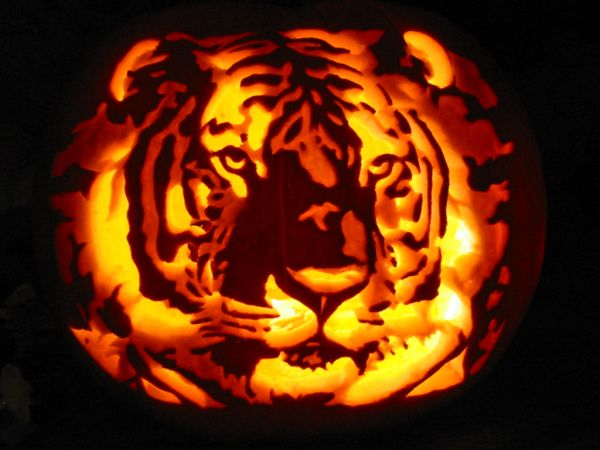 very cool and detailed pumpkin carving