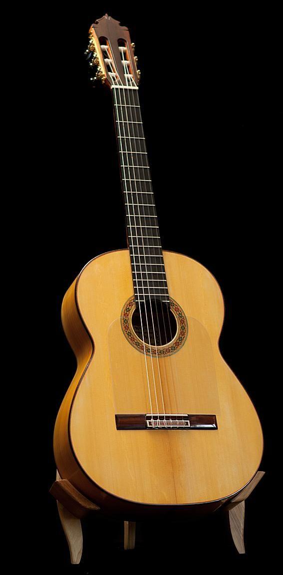 Graciliano Perez flamenco guitar blanca. More info: https://www.lasonanta.eu/en/guitarras-flamencas/graciliano-perez-flamenco-guitar-blanca-new-2014.html
