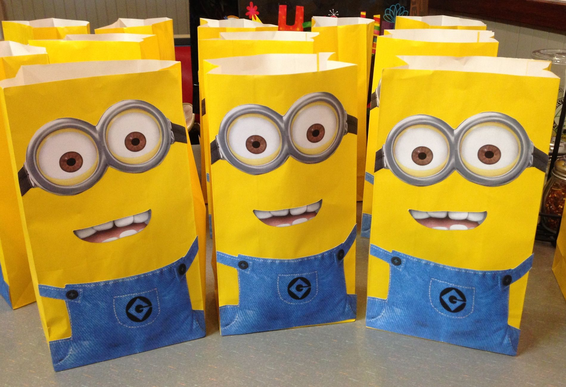 despicable me minion party bags party planning. Black Bedroom Furniture Sets. Home Design Ideas