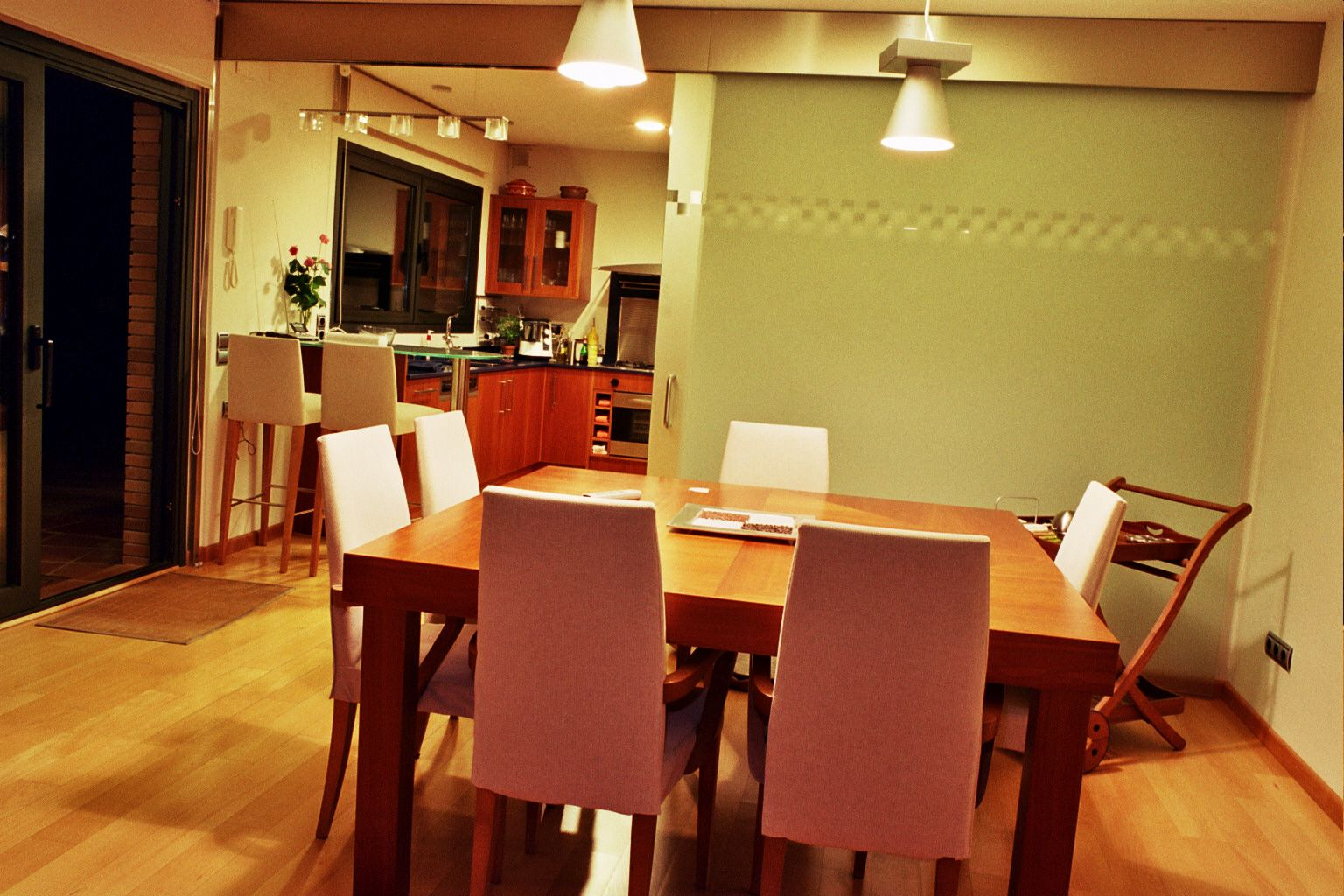 Decoracion moderno comedor sillas mesas de comedor - Kibuc mesas comedor ...