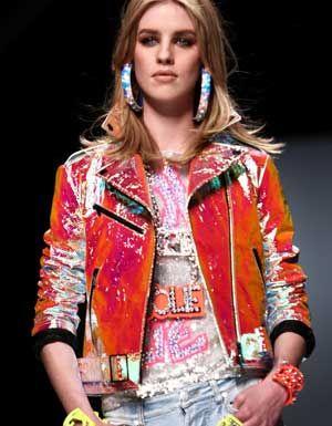 La moda dietro l'angolo - Colore e lustrini  (Blumarine)