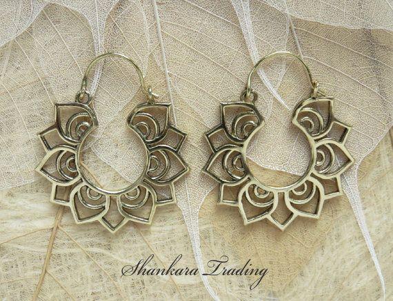 Tribal Lotus Earrings Brass Hoop Earrings Lotus por ShankaraTrading