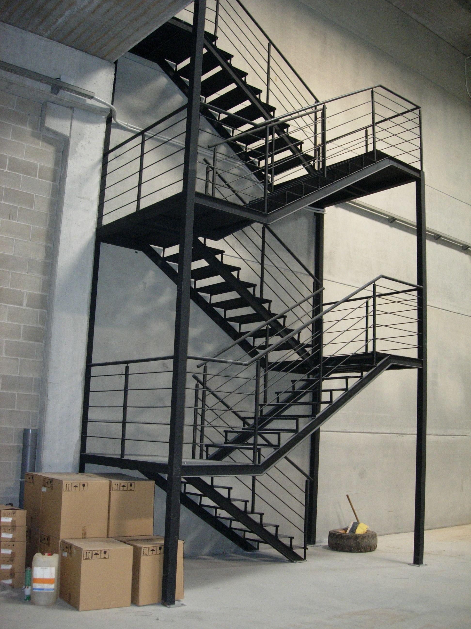 Escaleras para exterior escaleras de caracol escaleras for Escalera plegable aluminio sodimac