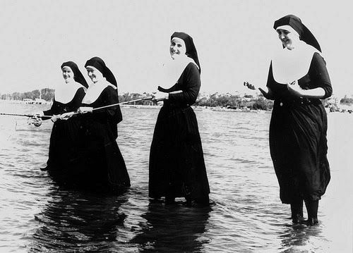 4+young+nuns+fishing+with+rods+Flickr+State+Library+of+Queensland.jpg (500×359)