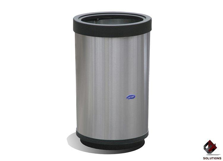 E4-10007 basurero-cilindrico-49-80 Medidas: 49 cm. Ø x 80 cm. Capacidad: 150 Lts. Cuerpo: Acero inoxidable pulido. Tapa: Plástico de alta resistencia. Base: Plástico de alta resistencia.