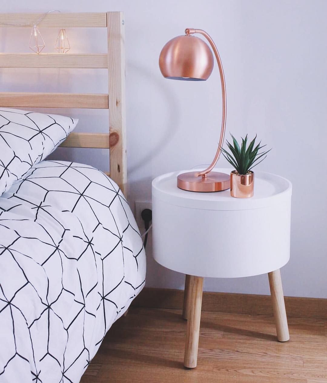 table de chevet night table copper cuivre lampe la redoute scandinave scandinavian lit. Black Bedroom Furniture Sets. Home Design Ideas