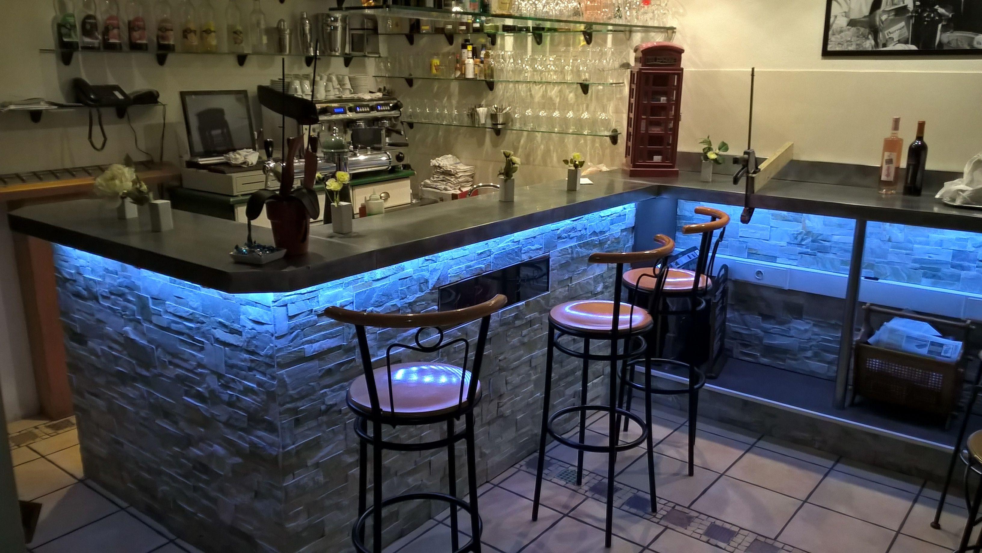 Le Remplacement De L Ancienne Piste Presque Termine Piste De Danse Bar Et Restaurant
