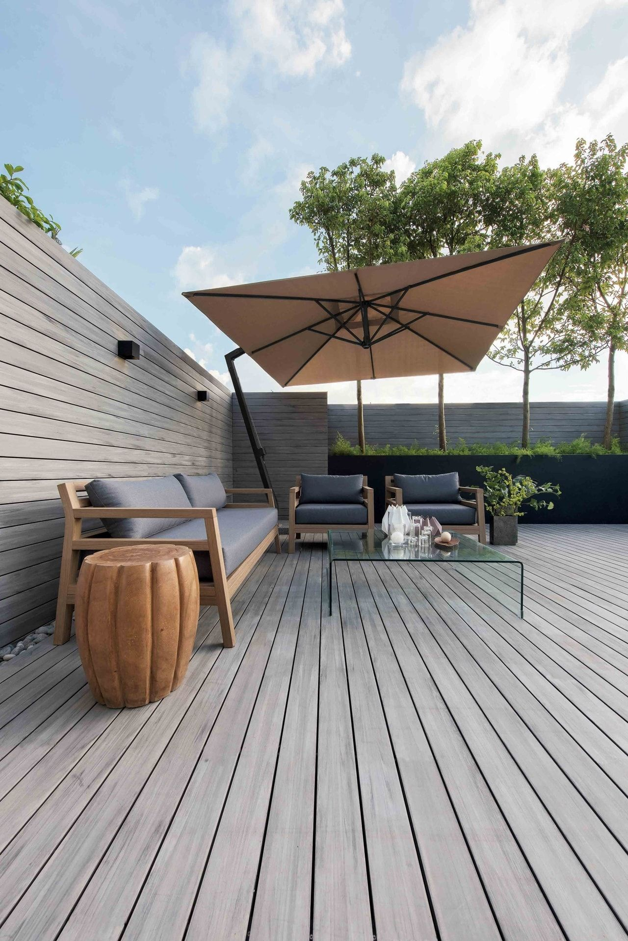 Modern Minimalist House Design With An Admirable Decorating Ideas Modern Rooftop Terrace Minimalist House Design Modern Minimalist House Minimalist Decor