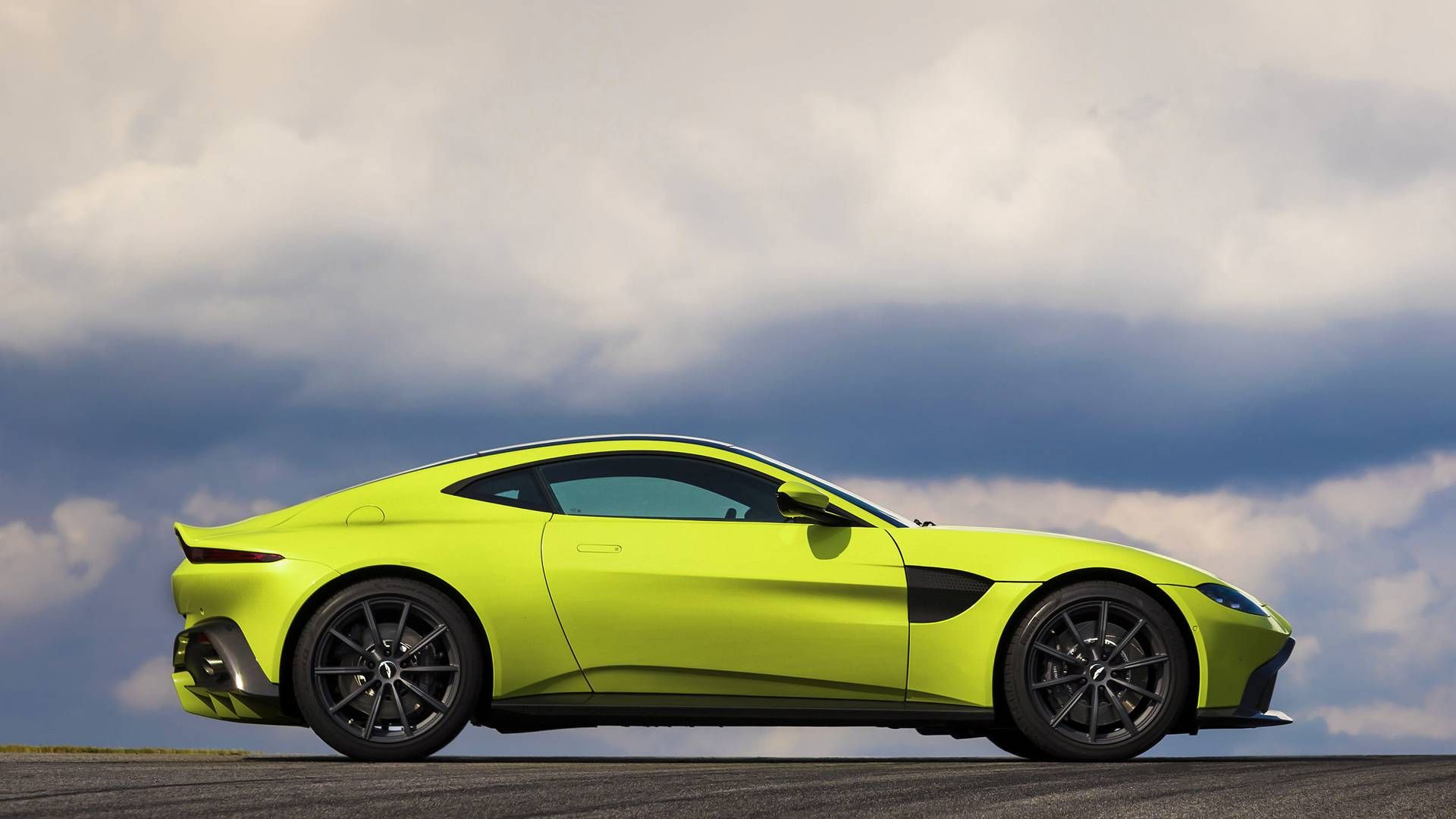 Aston Martin reveals the incredibly pretty incredibly powerful