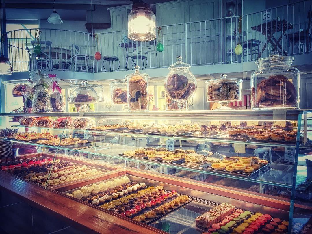 Oggi si lavora qui...addio! #lapatisserie #colazione #colazionetime #colazioneitaliana #picoftheday #delicious #solocosebuone #bassanodelgrappa #food #followme #foodlover #foodgram #instafood #instagnam #instalike #beautiful #vintage #love #life #daianalorenzato #italianexperience