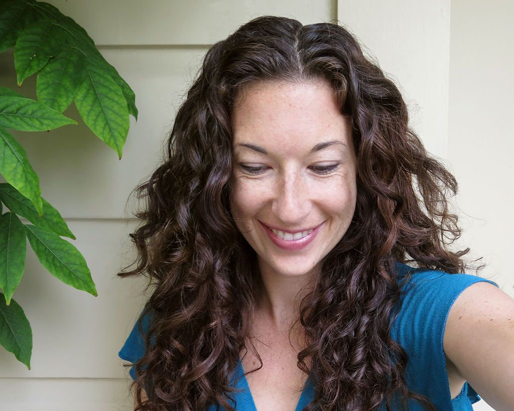 Tips and Tricks to Take Care of Curly Hair Curly hair
