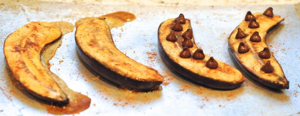 Roasted Bananas One With Cinnamon And Brown Sugar The Other With Chocolate Chips I Ll Bet U Could Grill These Bad Boys U Banana Dessert Eat Dessert Recipes