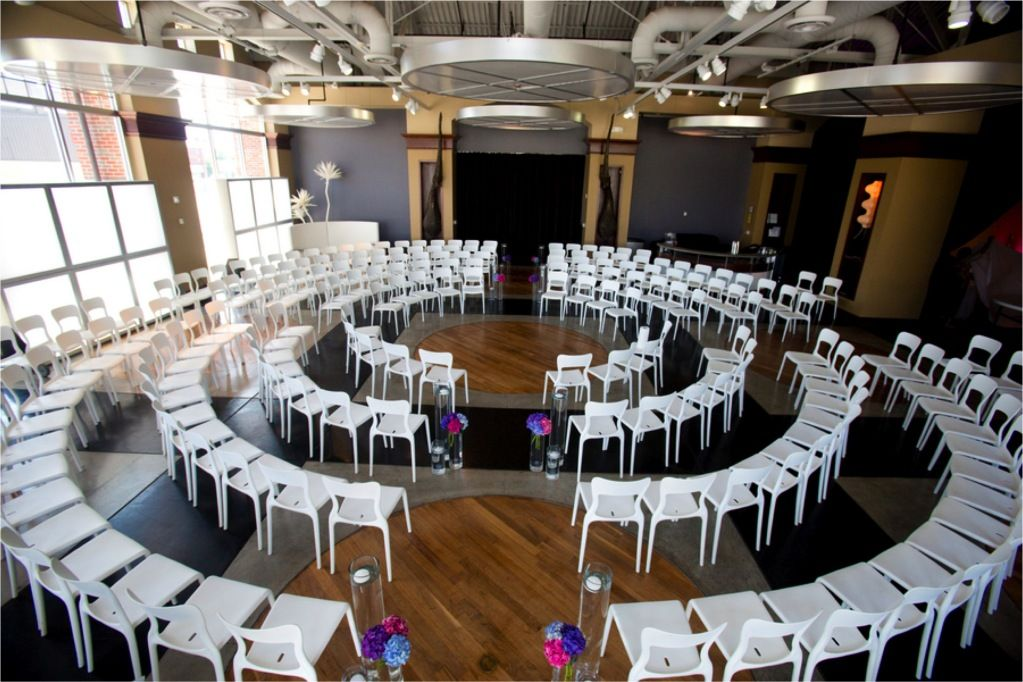 Circle Seating Arrangement For Beach Wedding: Love This Circular Seating Arrangement.