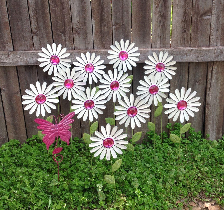 White Daisy Garden Stakes w/ Pink Butterfly / Baker\'s Dozen Metal ...