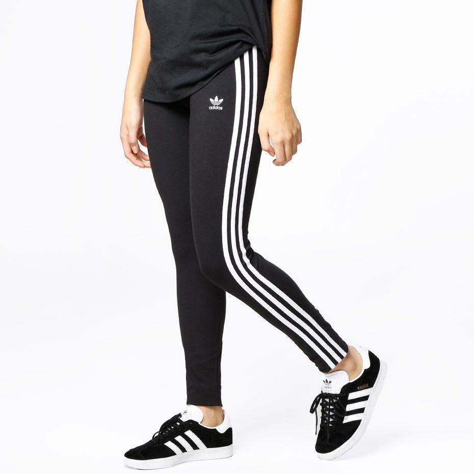 adidas Originals 3 Stripes leggings. Materiale: 93% Bomull, 7% Spandex. Modellen er 168 cm og avbildet i S.