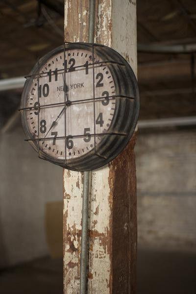 New York Style Metal Clock