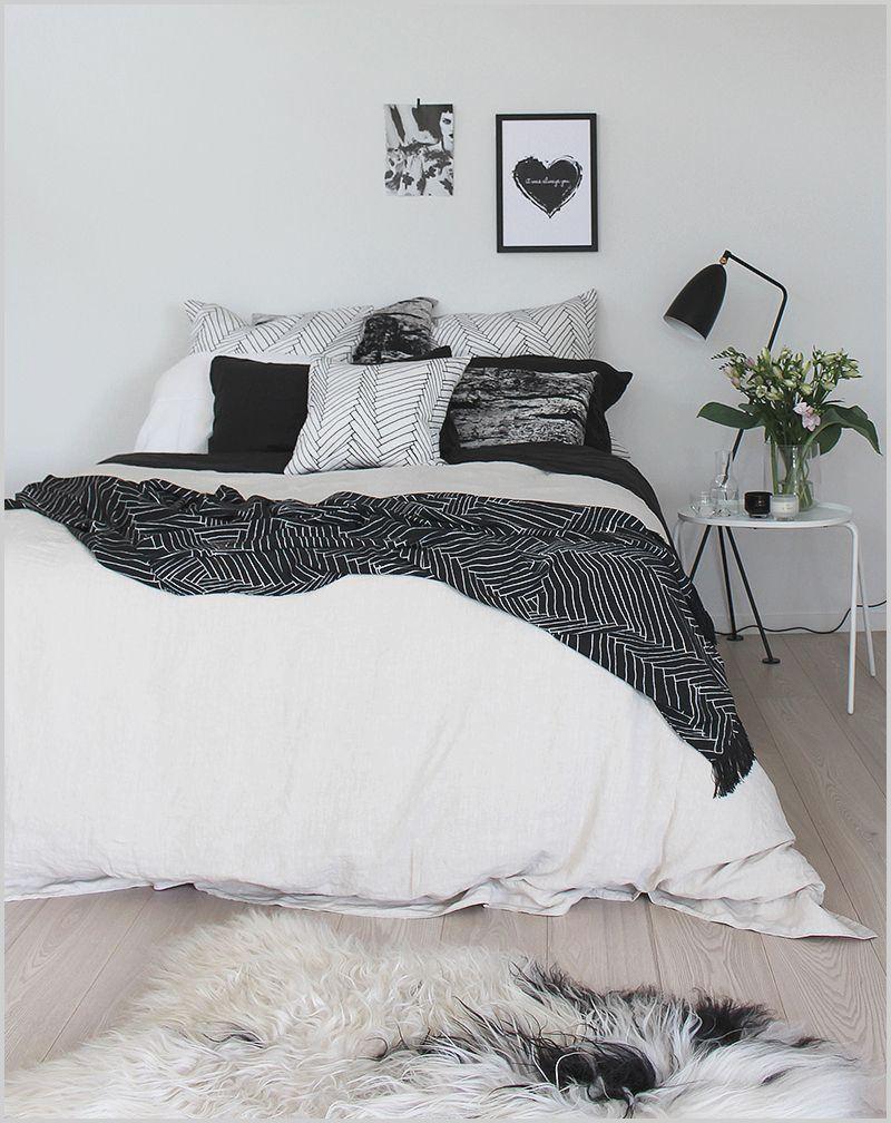Tumblr Bedrooms White Bed In 2020 White Bedding Tumblr Bedroom