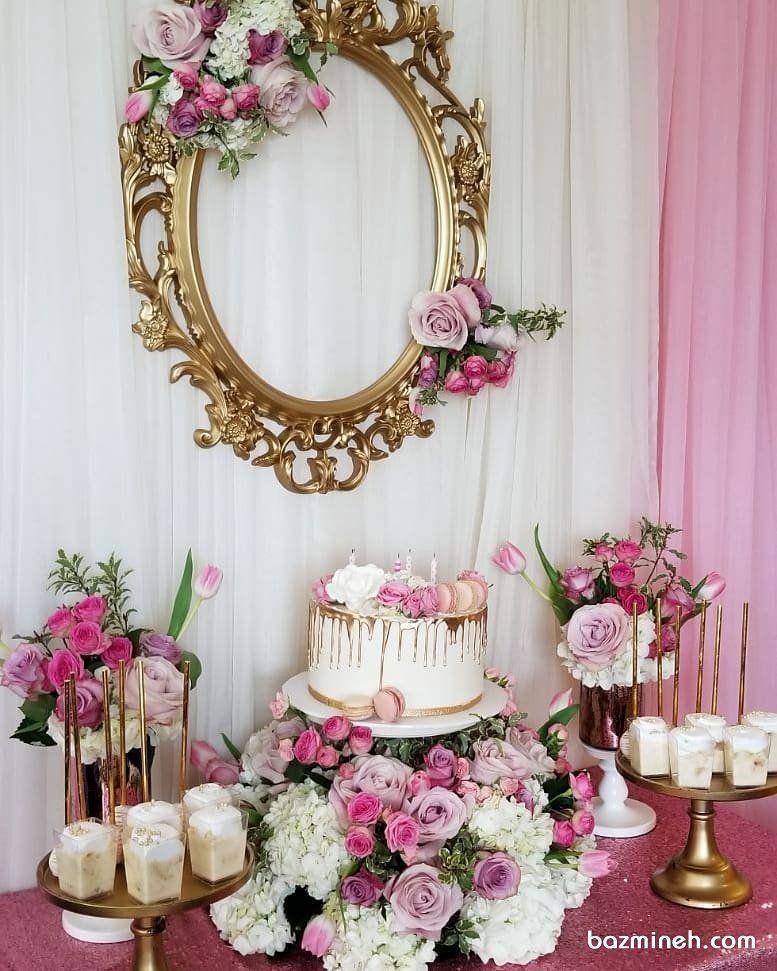 دکوراسیون ساده و شیک میز پذیرایی جشن تولد دخترانه تزیین شده با گل های رز صورتی یاسی Wedding Event Design Wedding Events 70th Birthday