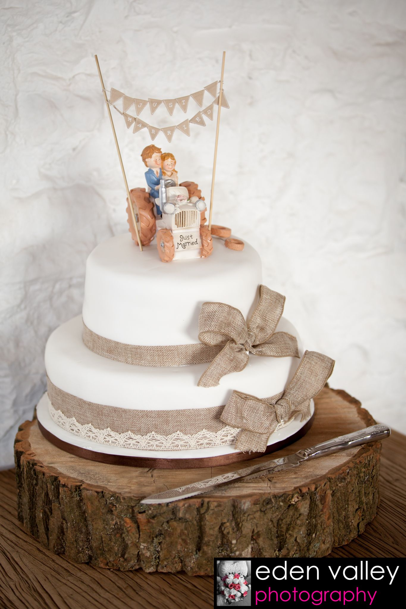 Good Wedding Cake Ideas, Shabby Chic, Rustic Wedding, Farmer Wedding Cake,  Tractor Wedding Cake