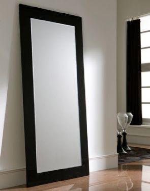 un espejo bien grande para poder verse completa