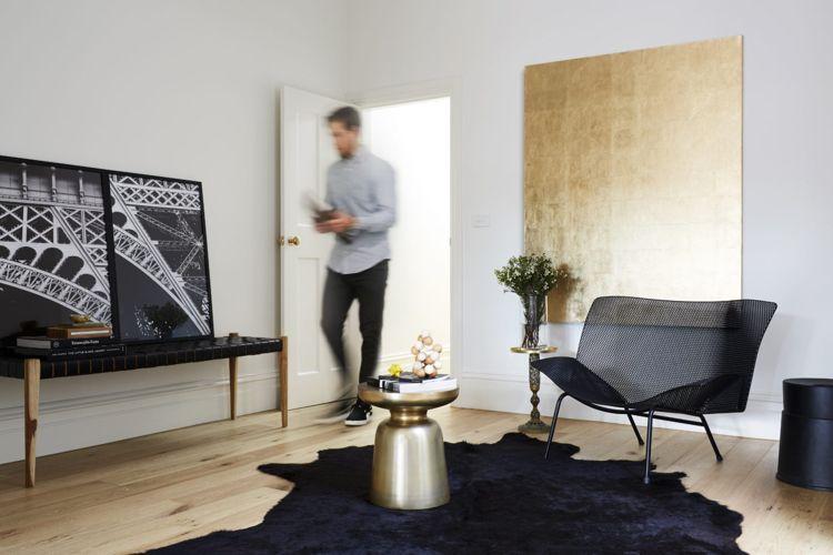 Schön Dekoration Aus Metall Wohntrend Wand Gold Messing Wohnzimmer  Minimalistsich Schwarze Möbel #interior #design