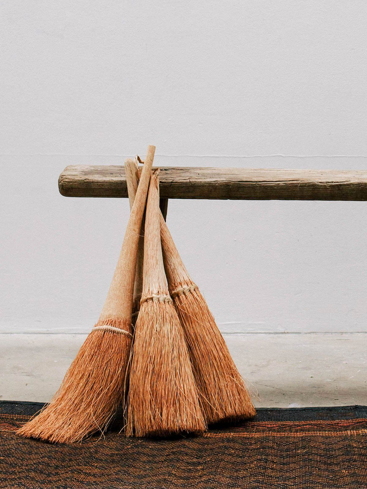 XAÏXAÏ HAND BROOM Plant fibres, Broom, Handmade