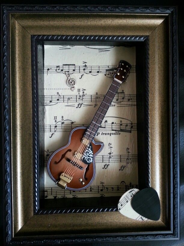 little guitar in frame with picks www.lifewithmusic.nl