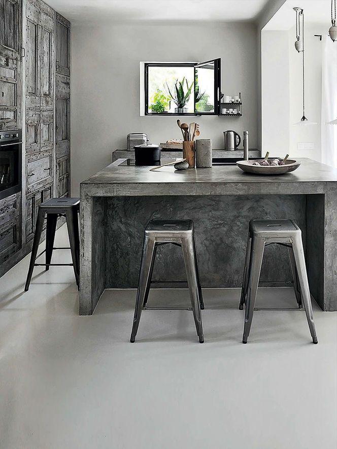 Reforma cocina isla central de obra con barra y acabado for Barras de cocina de concreto