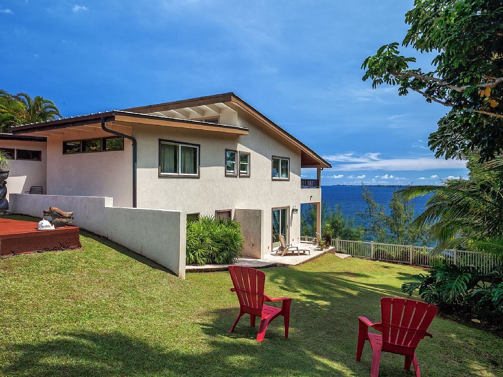 Absolute Oceanfront What A View Like No Other Read Our Reviews Hilo Hawaii Vacation Rentals Vacation Books House Rental