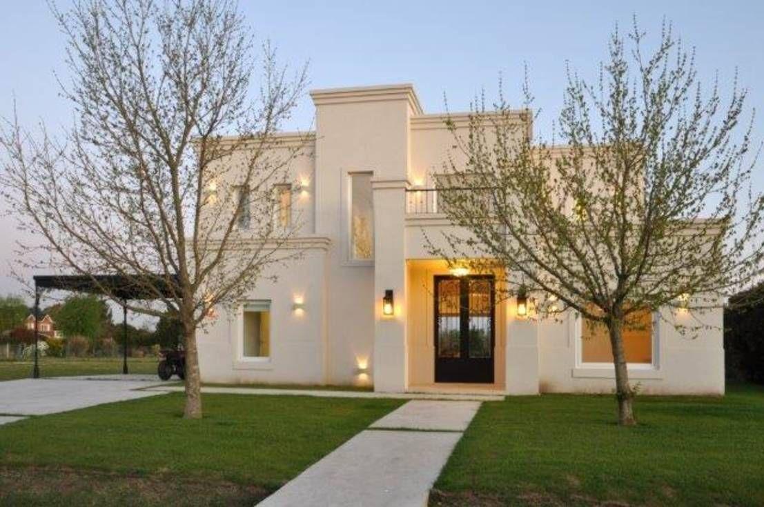 Una casa clásica en Pilar | Pilares, Casas y Fachadas