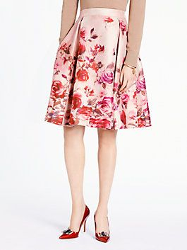 our designers were inspired by the romance of old-world shanghai for the rose print on our ladylike kaci skirt. worn with a cardigan and pumps, it transitions seamlessly from day to night.