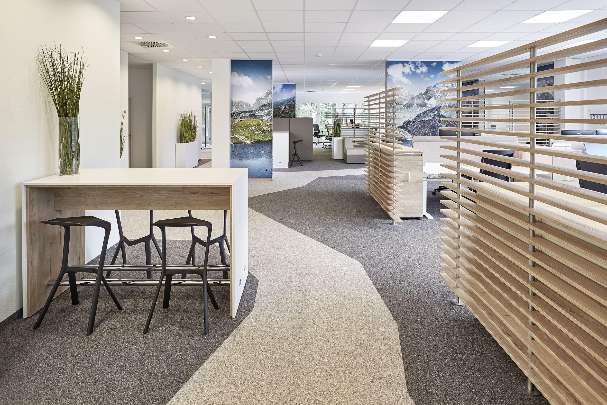 Innenarchitektur: Open Space Büro mit unterschiedlichen Zonierungen ...