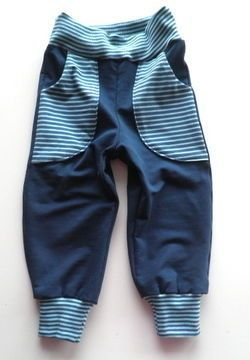 """E-Book & Schnitt für eine unisex Pumphose zum Wenden """"FELIX"""", Gr. 110-152 Diese Hose ist ein wirkliches Allrounder Modell. Du kannst sie in verschiedenen Variationen nähen: - mit oder ohne Bündchen am Saum - als einfache Hose mit oder ohne Taschen - als Wendehose mit oder ohne Taschen (ideal für kältere Tage) - mit oder ohne aufgesetzte Taschen hinten Die Hose kann in fast allen Materialien genäht werden, und damit das ganze Jahr getragen werden. Der Stoff sollte nur weich und bequem zu t..."""
