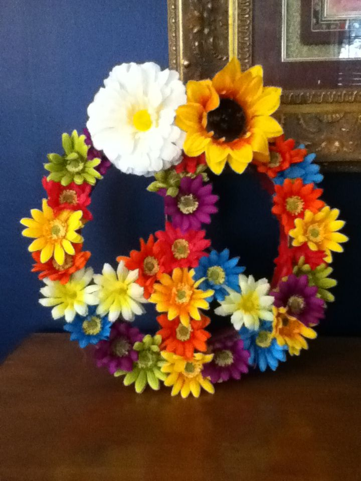 Peace Sign Bedroom Accessories: DIY Blooming Peace Sign