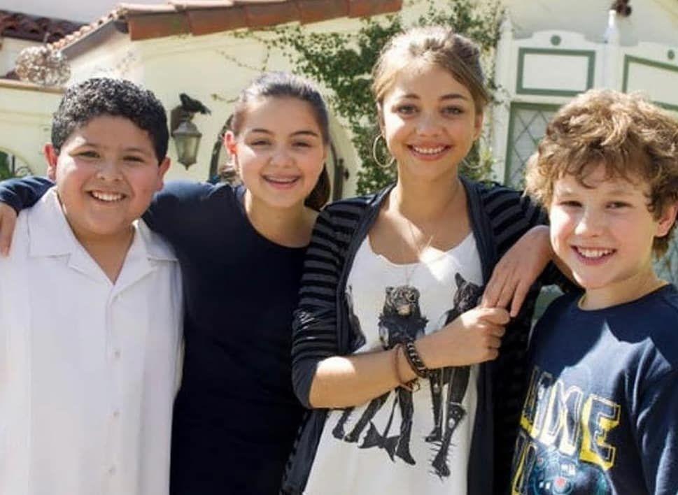 Modern Family Fanclub On Instagram In 2020 Modern Family Funny Modern Family Actors Modern Family Luke