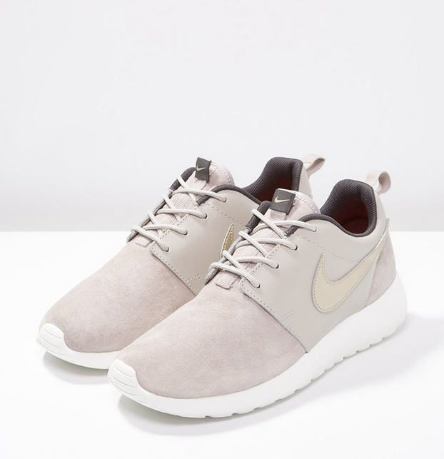 online store 7c416 9a18a Nike Sportswear ROSHE ONE PREMIUM Baskets basses string metallic gold  green dark storm sail, Baskets Femme Zalando