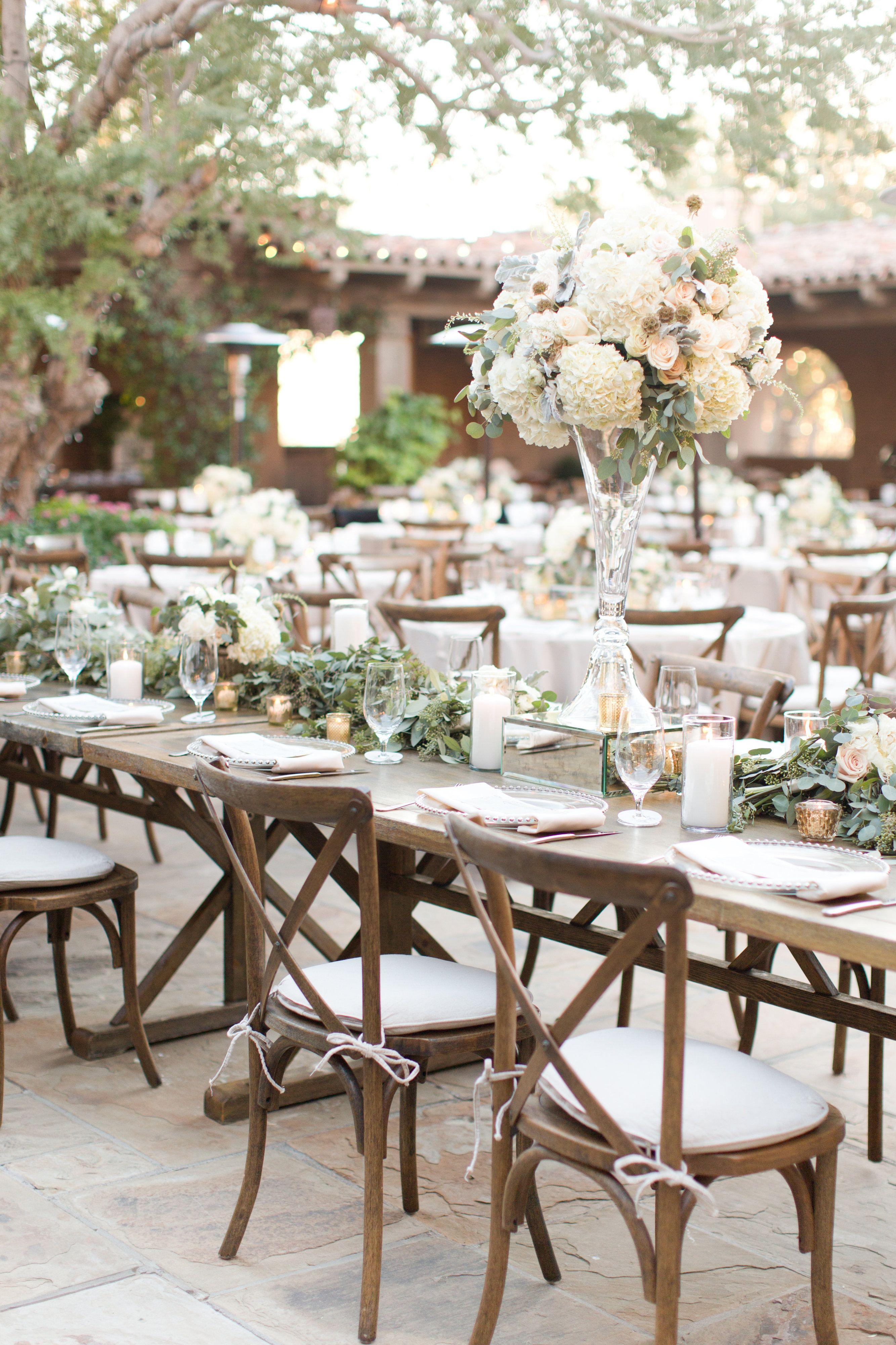 Blumengestecke Hochzeit, Heiraten, Langer Tisch Hochzeit, Palettenhochzeit,  Hochzeit Gedecke, Hochzeitsfarben,