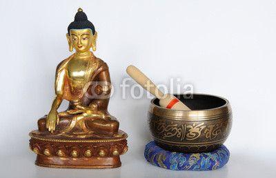 Buddha Shakyamuni mit Klangschale