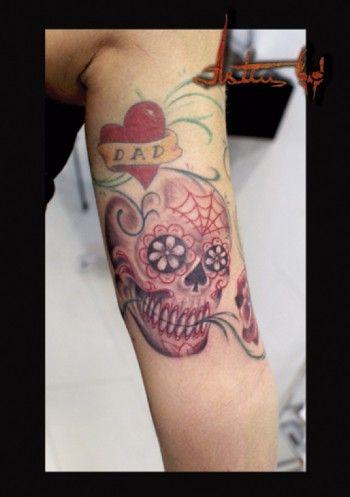 Tatuaje De Una Calavera Mexicana Con Flores En Los Ojos Y Nariz De
