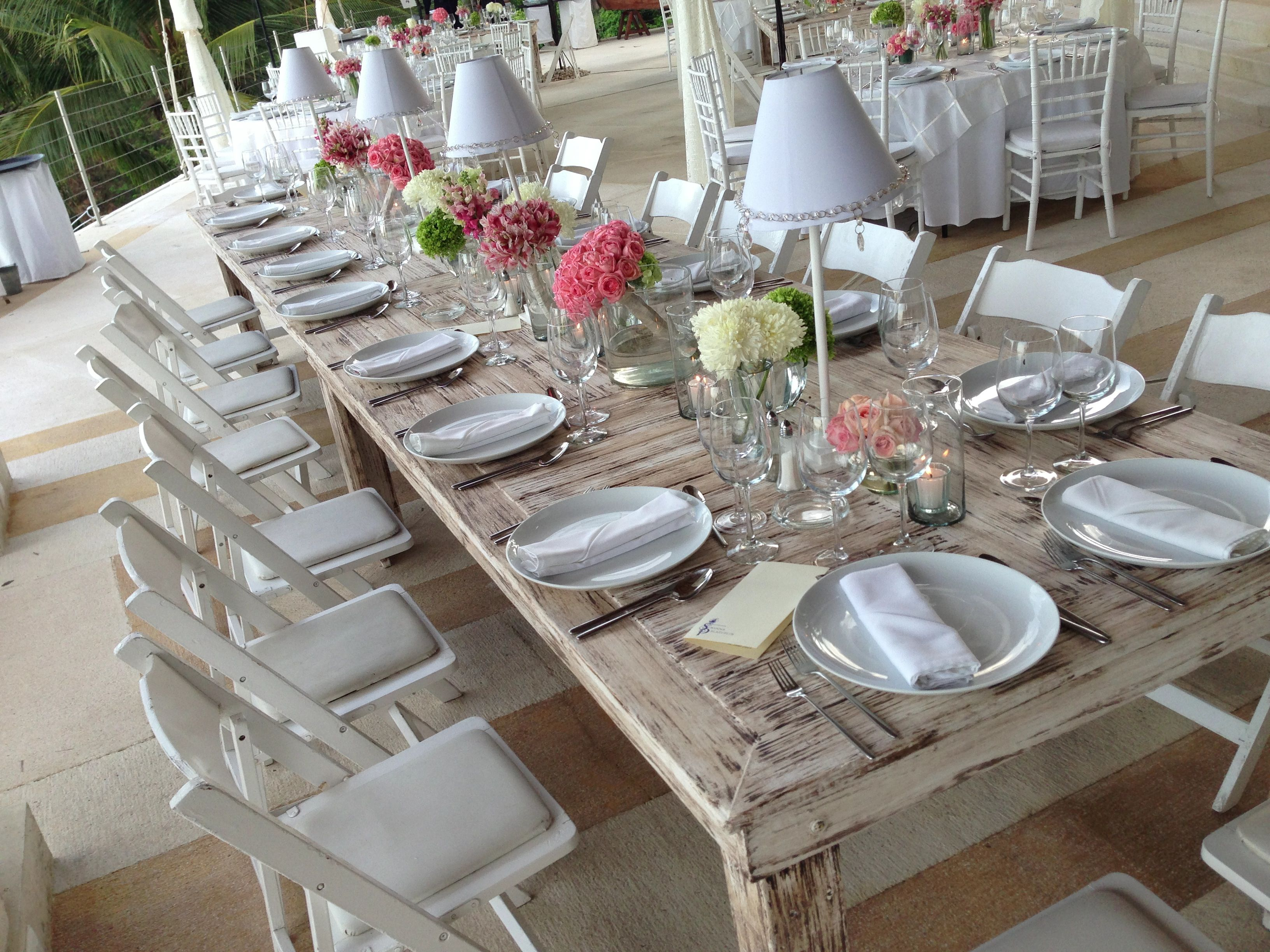 Mesa blanca de madera con l mparas acapulco renta pinterest mesitas blancas acapulco y madera - Mesa blanca y madera ...