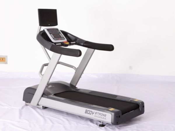 JB-7600 Commercial Treadmill with TV. #fitness #workout #exercise #BodyStrongCN #BodyStrong