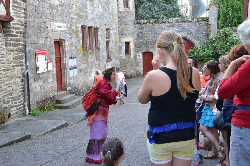 Madame Pourquoi Comment Visite Theatralisee A Josselin C Josselin Communaute Madame Breizh Pays