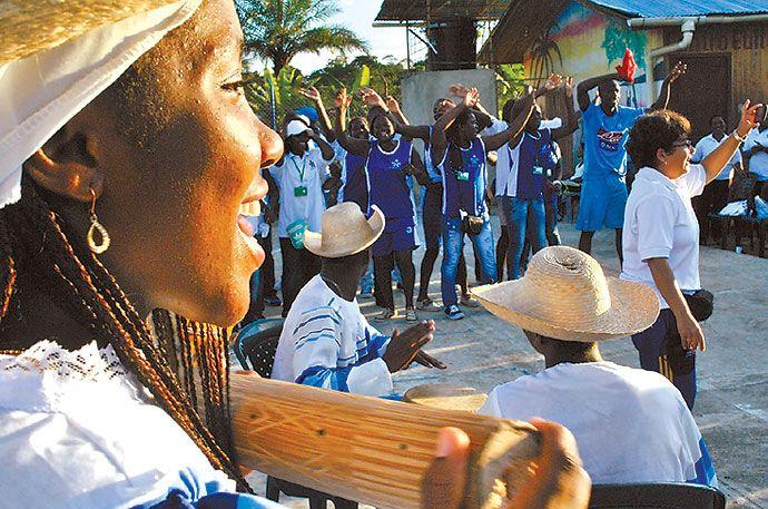 El río Guapi es para los habitantes de este municipio caucano no solo su principal medio de sustento; es su razón de ser. Viven por él, para él y gracias a él. Y es allí, en ese río, cerca del mar, donde nace la música. Viaje al ritmo de marimba y cununos.
